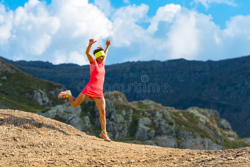 Mädchen skyrunner bildet abwärts aus stockfoto