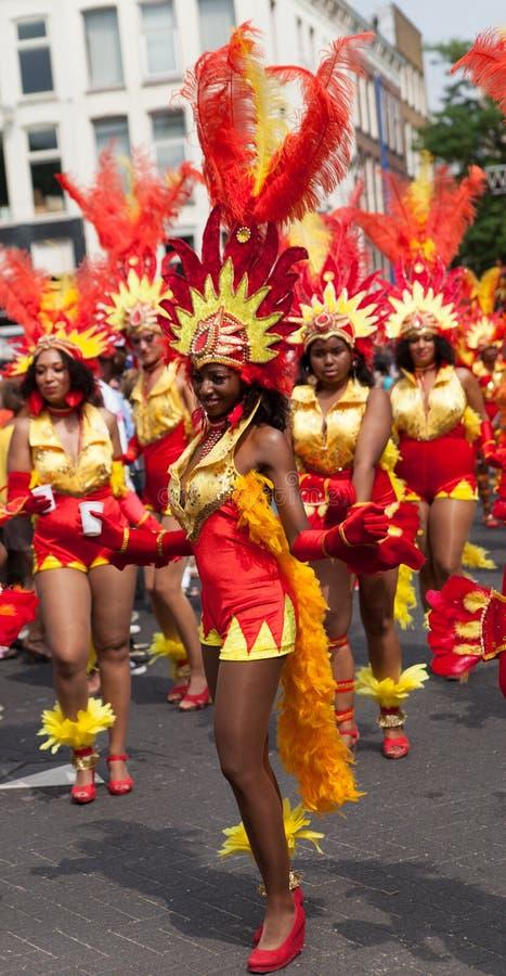 Mädchen in Sommerkarnevalsparade 2012 lizenzfreie stockbilder
