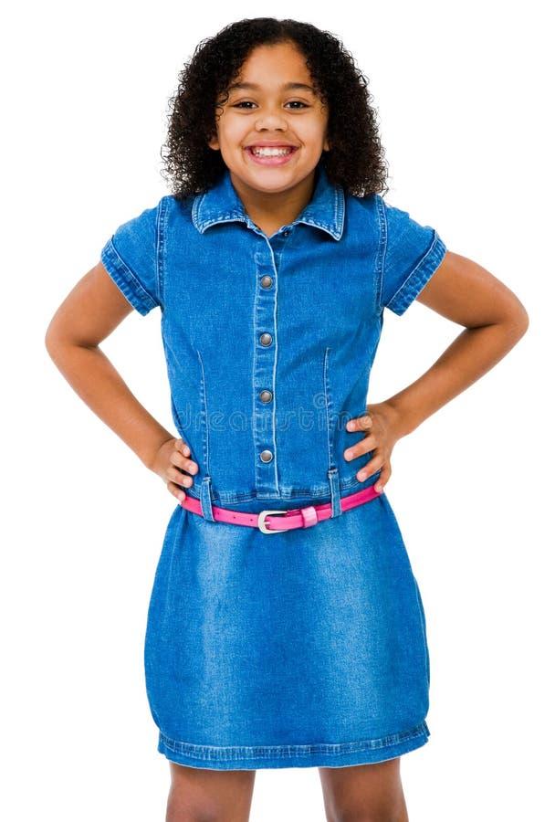 Mädchen-Stellung und Lächeln stockbild