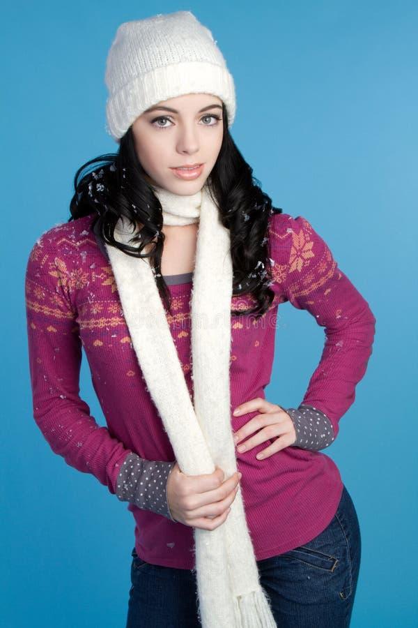 Mädchen-tragender Schal stockfotografie
