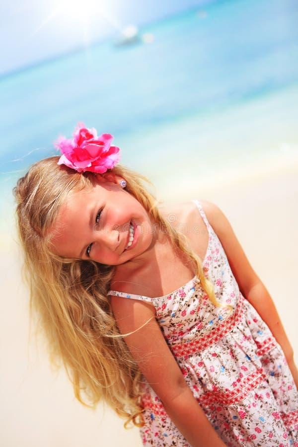 Mädchen am tropischen karibischen Strand stockbilder