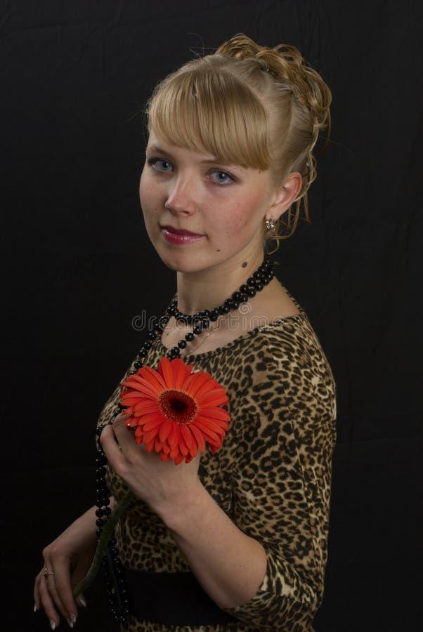 Mädchen und Blume lizenzfreies stockbild