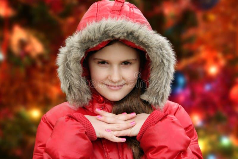 Mädchen- und Chrismasbaum stockbilder