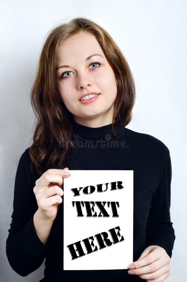 Mädchen und ein Blatt des Weißbuches lizenzfreie stockbilder