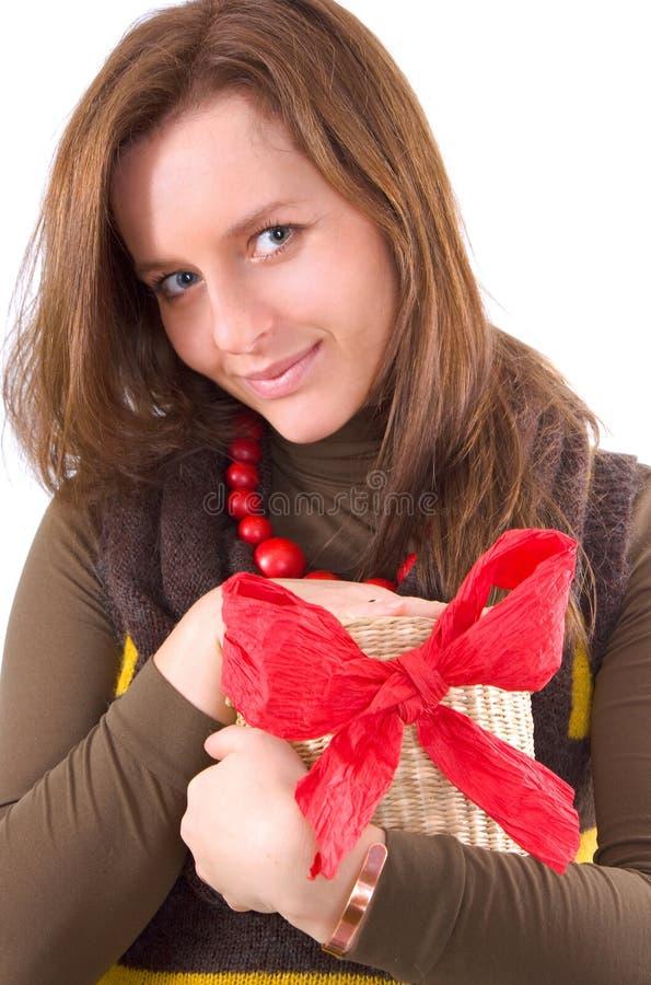 Mädchen und Geschenk lizenzfreie stockbilder