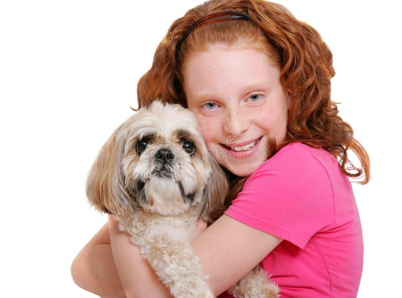 Mädchen und Hund über Weiß stockfotos