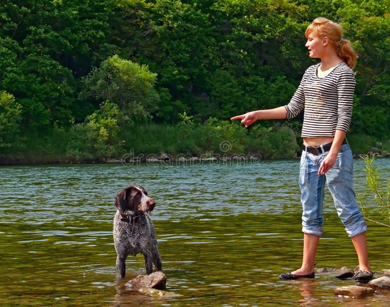 Mädchen und Hund 3 stockfotos