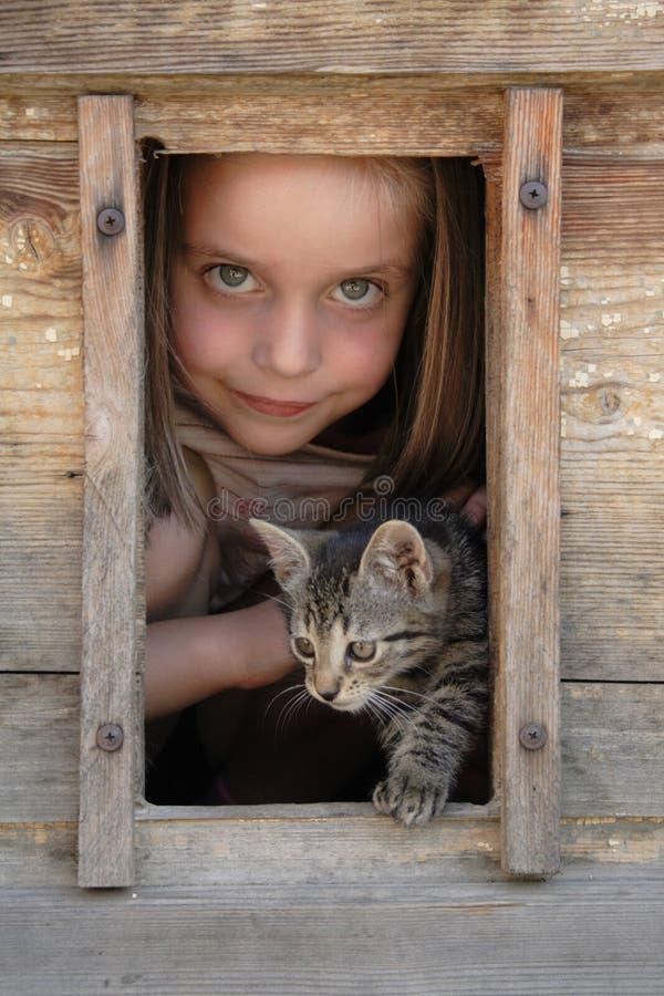 Mädchen und ihr Haustier stockfoto