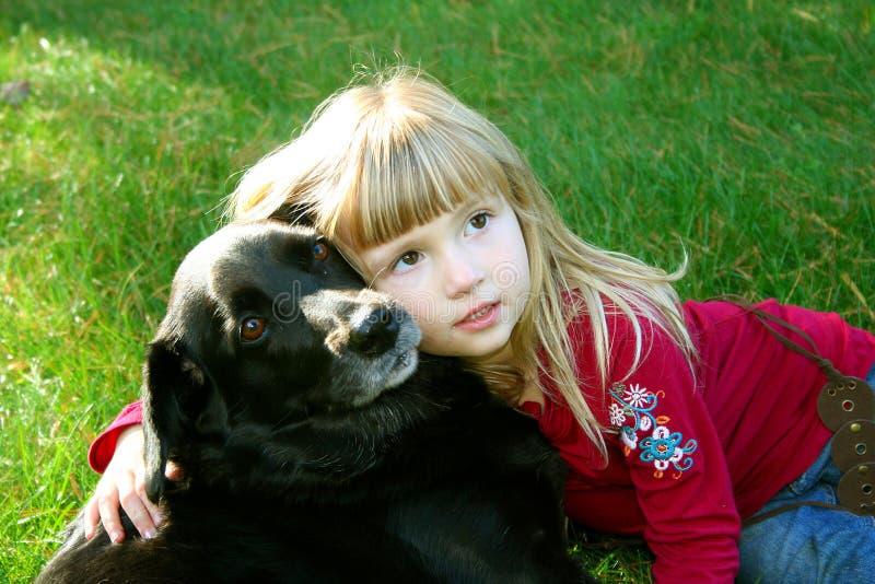 Mädchen und ihr Hund 2 stockfotografie