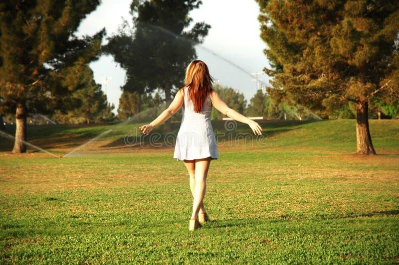 Mädchen und Natur stockfoto