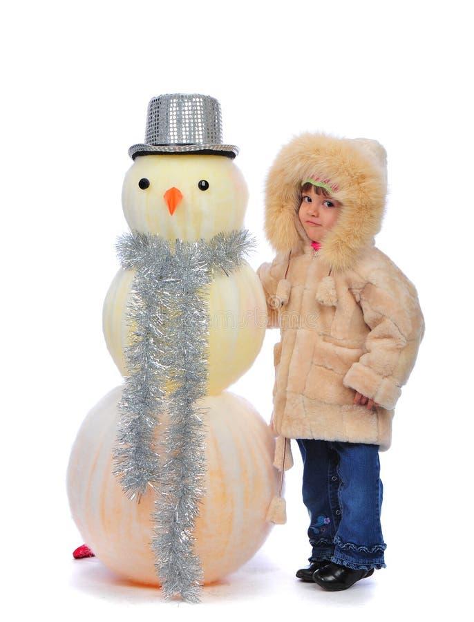 Mädchen und Schneemann stockfoto