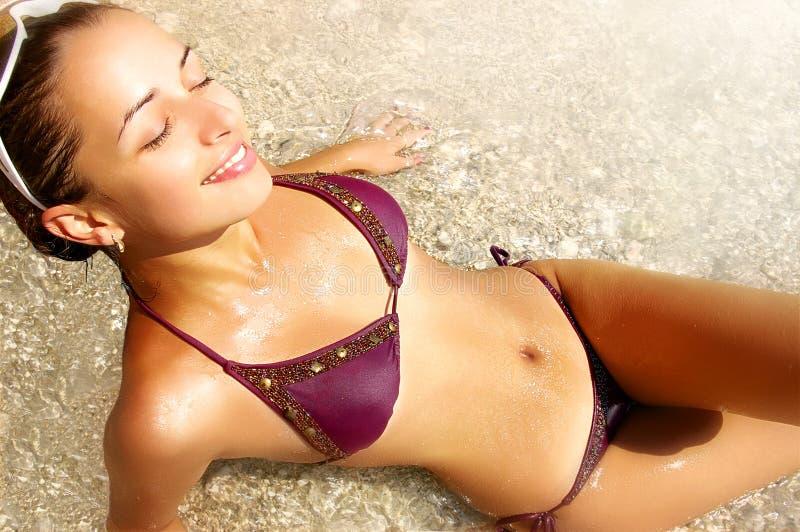 Mädchen und Sonne lizenzfreie stockbilder