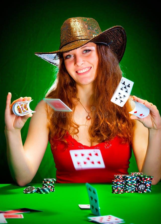 Mädchen und Spielkarten lizenzfreie stockfotos