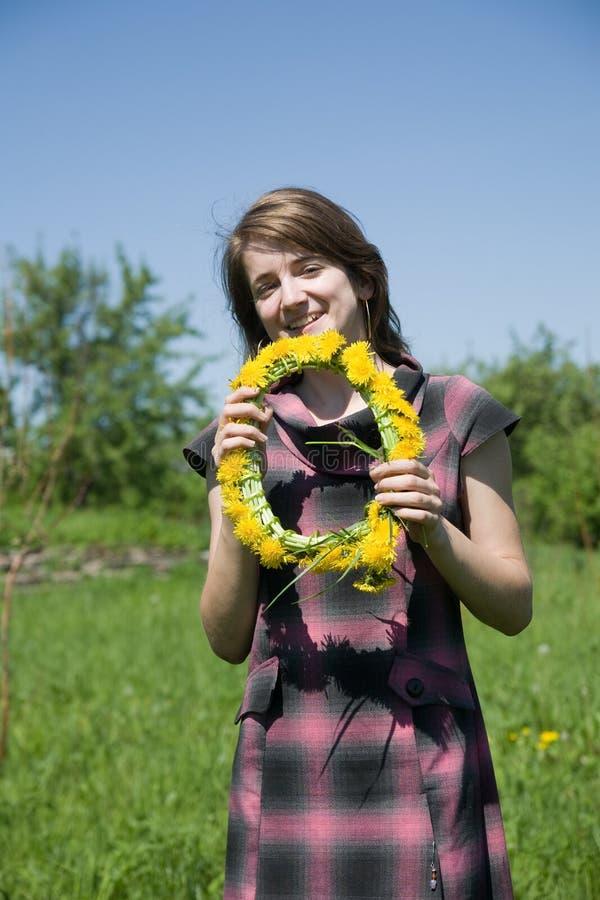 Mädchen Whit Chaplet lizenzfreie stockfotografie