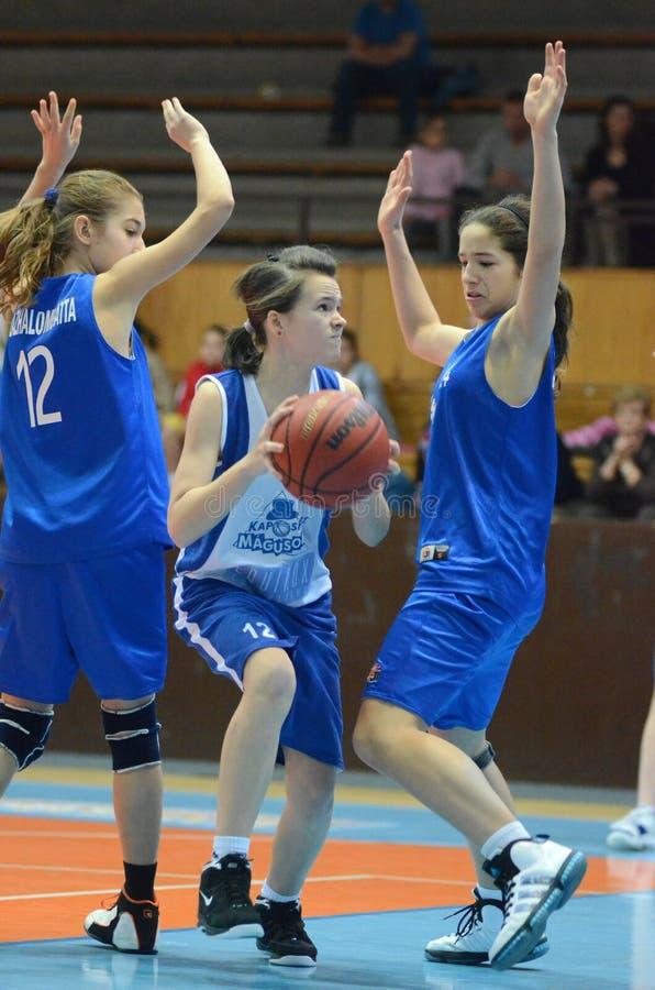 Mädchenbasketball stockbild