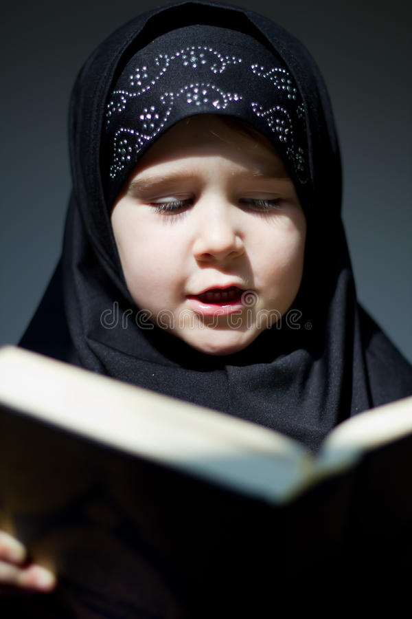 Mädchenbeten lizenzfreie stockfotografie