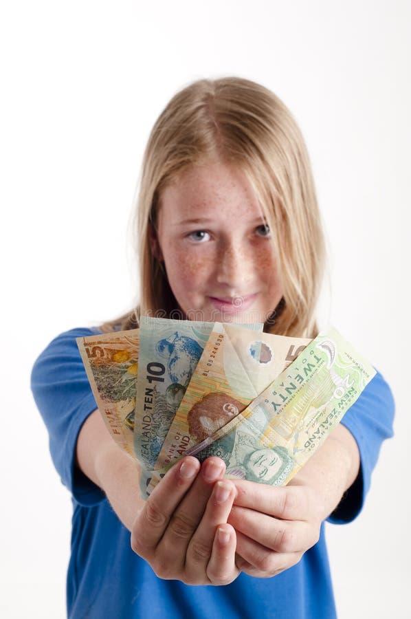 Mädchenholding Geld stockfotografie