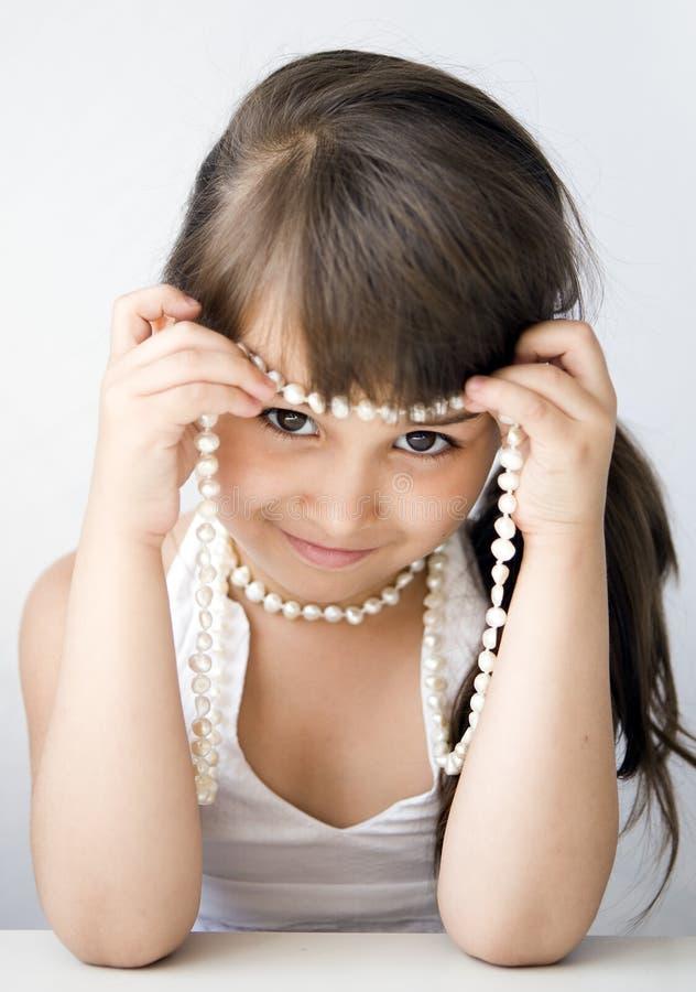 Mädchenkind mit Korn stockfoto