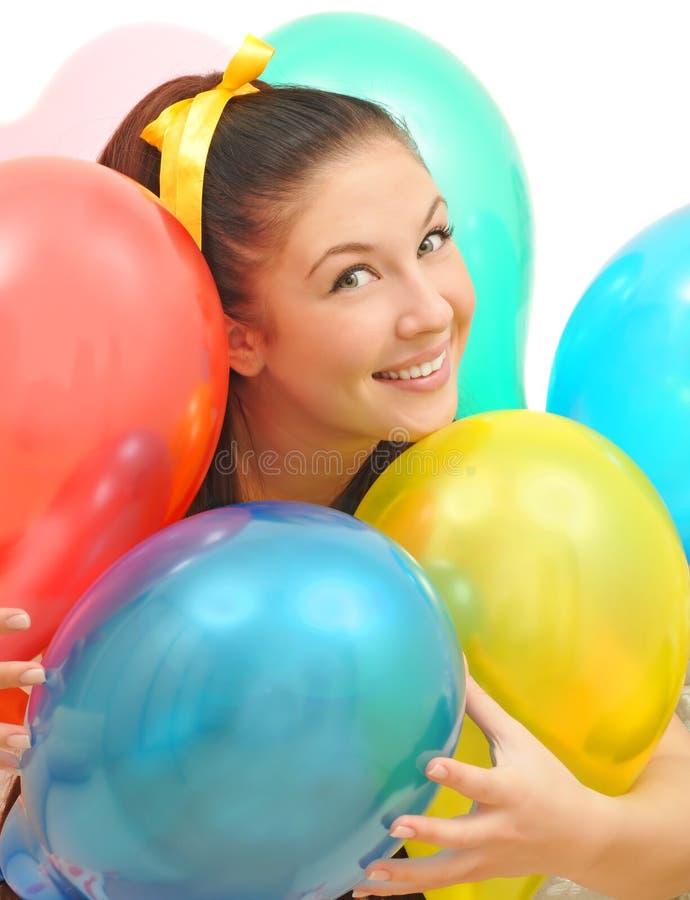 Mädchenlächeln ein glückliches Lächeln mit Ballonen lizenzfreie stockfotos