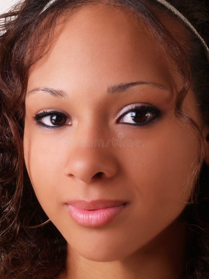 Mädchennahaufnahmeportrait des recht jungen jugendlich schwarzes lizenzfreies stockbild