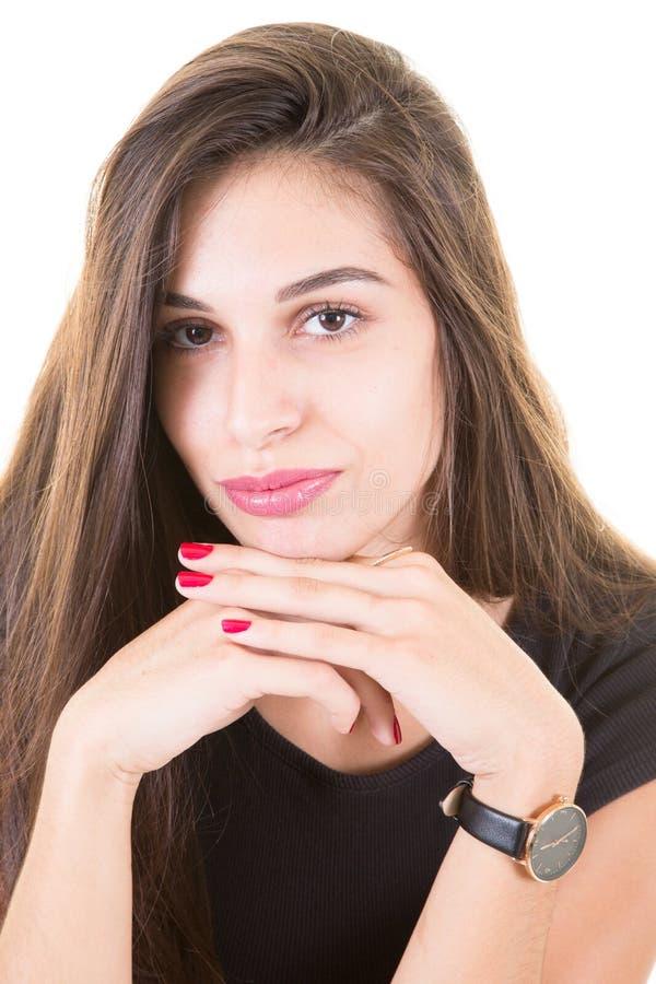 Mädchenporträt mit dem langen Haar und rosaroten dem Lippenstift lokalisiert auf Weiß lizenzfreie stockfotos