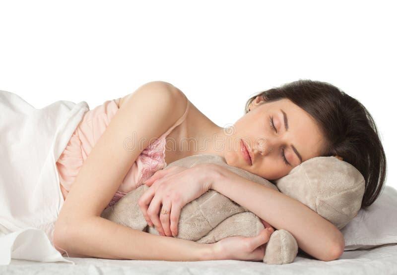 Mädchenschlaf mit Spielzeug lizenzfreies stockbild