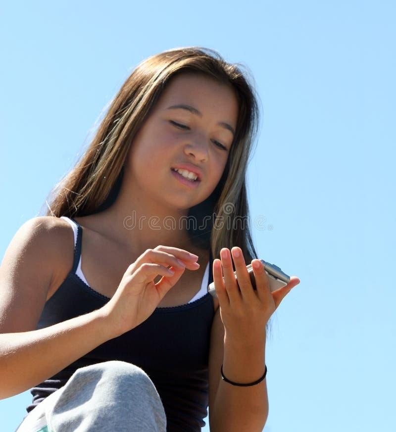 Mädchenwählen stockfoto