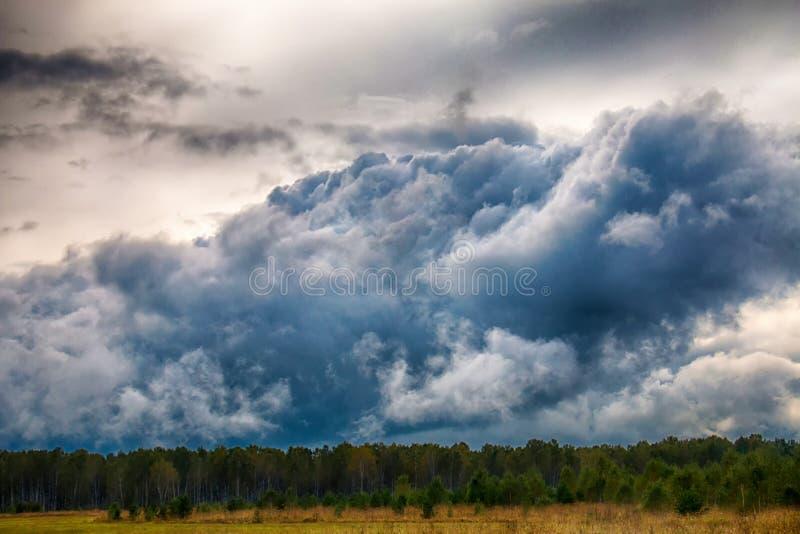Mäktig himla- skönhet royaltyfria foton
