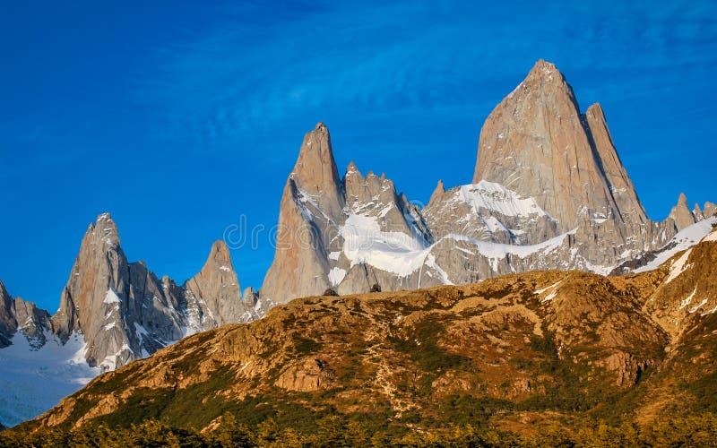 Mäktig montering Fitzroy i sydlig Patagonia arkivbild