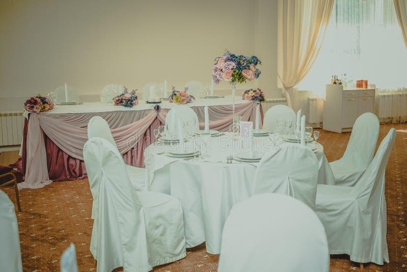 Mäktig och härlig bröllopaktivering Selektivt fokusera tonat royaltyfria foton