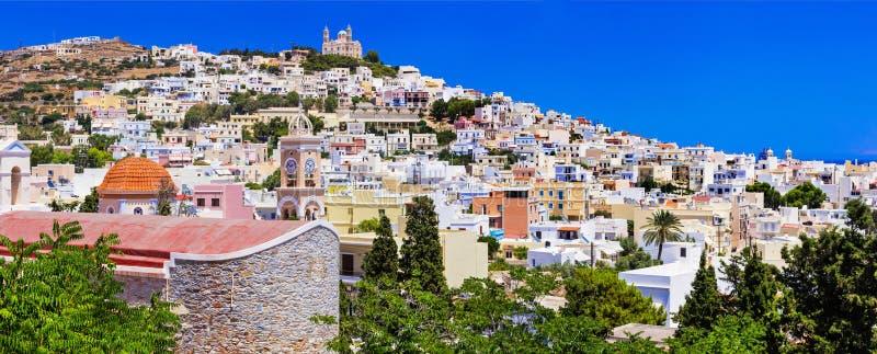 Mäktig Syros ö, Ermoupoli stad Grekland royaltyfri foto