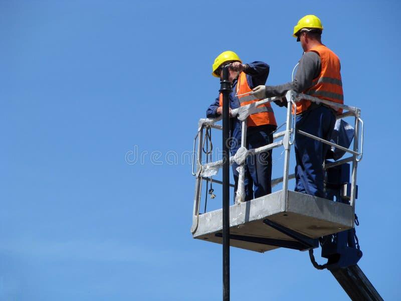 Män på arbete
