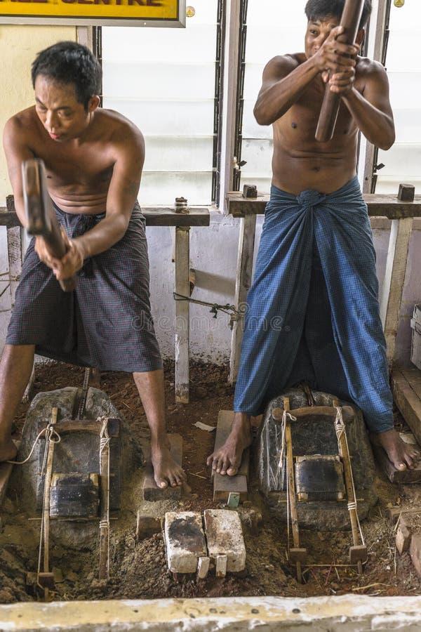 Män på arbete arkivfoton