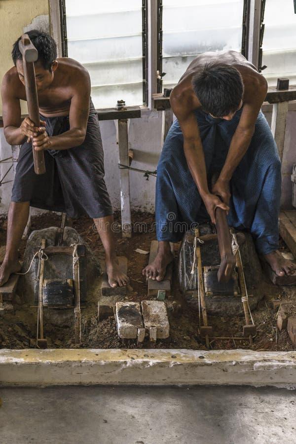 Män på arbete arkivfoto