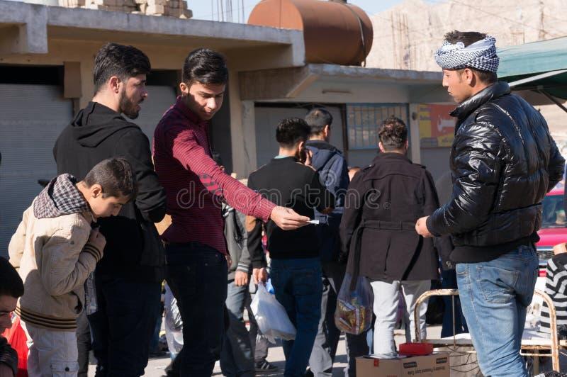 Män som handlar i Irak royaltyfri bild