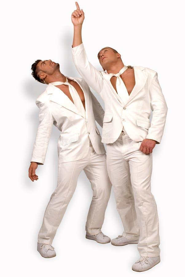 män som pekar dräkter två upp white arkivbilder