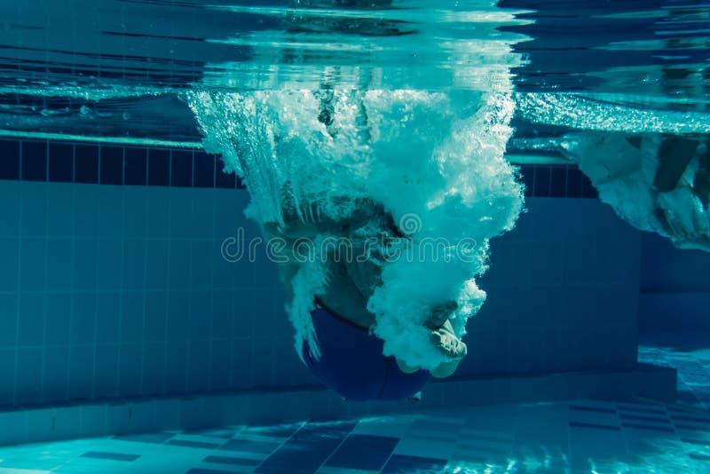 Män under vatten royaltyfri bild