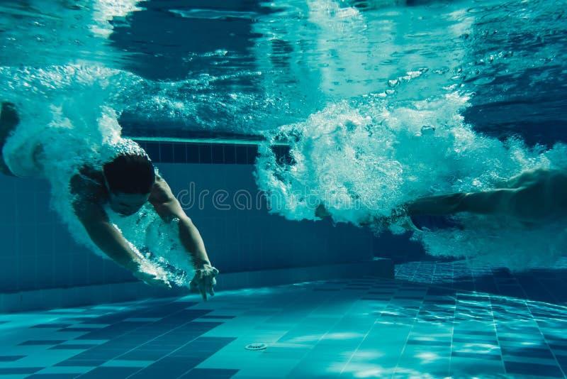 Män under vatten royaltyfri foto