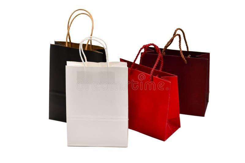 Mängd presentsäckar, isolerade på vit bakgrund, kraftpåsar royaltyfria foton