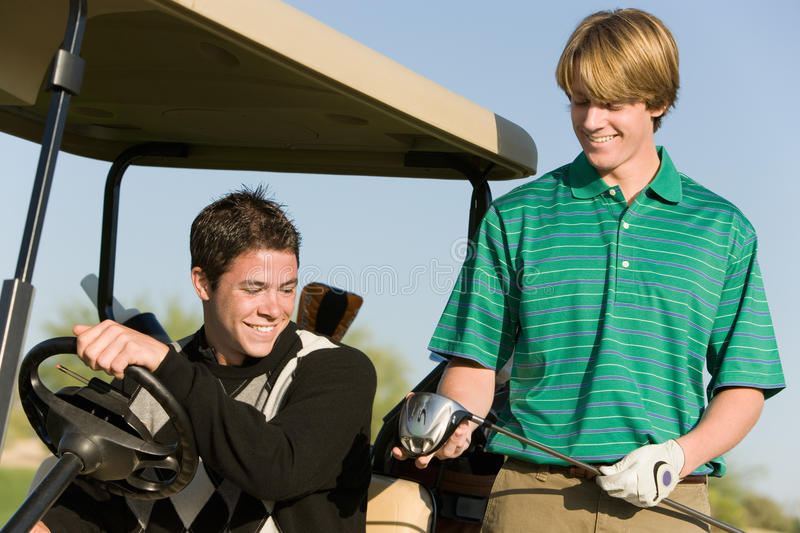 Männer, die Golfclub betrachten lizenzfreies stockbild