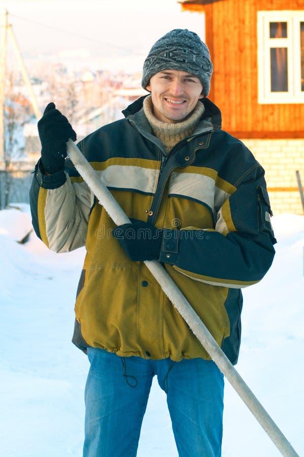 Männer gegen Winterland stockbilder