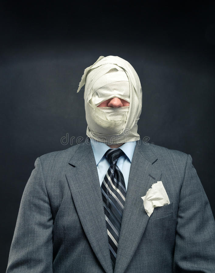Männer im Toilettenpapier lizenzfreies stockfoto
