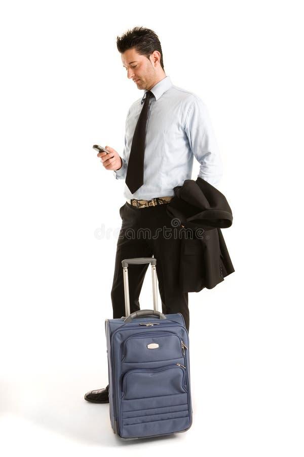 Männer mit Gepäck und Mobile stockfotos