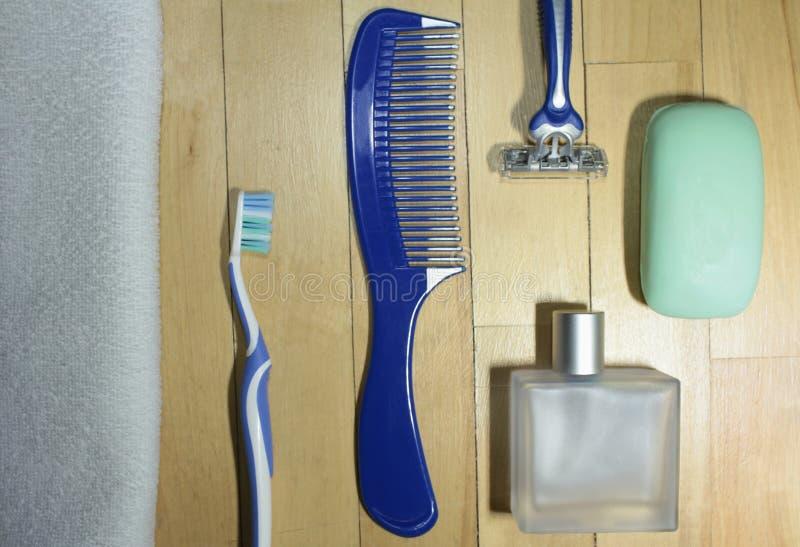 Männer ` s Toilettenartikel-Reiseausrüstung lizenzfreies stockfoto