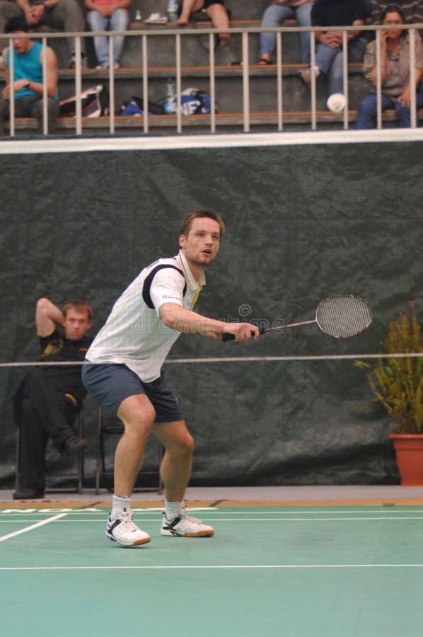 Männer sondert Badminton aus stockfoto