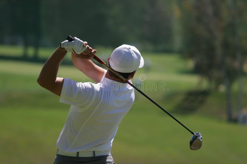 Männer spielen Schwingen Golf stockfoto