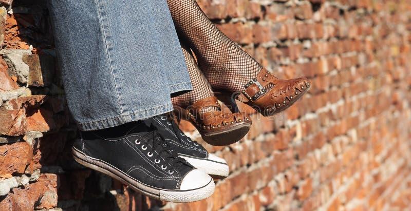 Männer und Schuhe der Frauen lizenzfreie stockfotografie