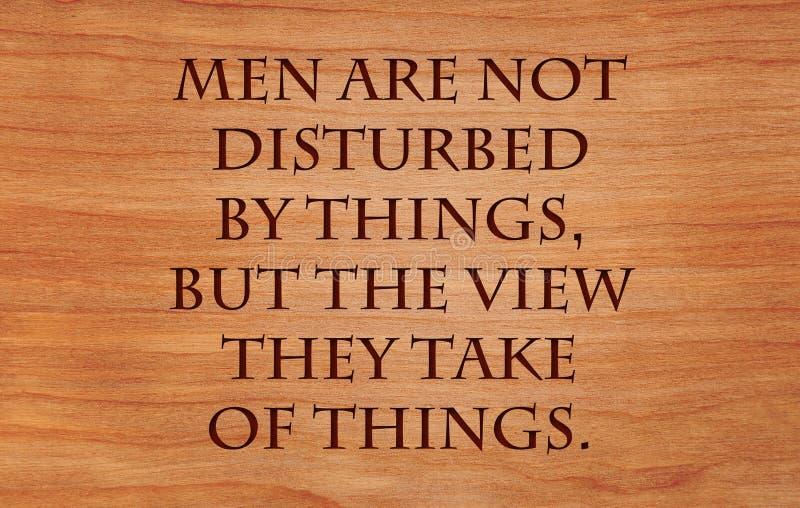 Männer werden nicht durch Sachen gestört lizenzfreie stockfotos