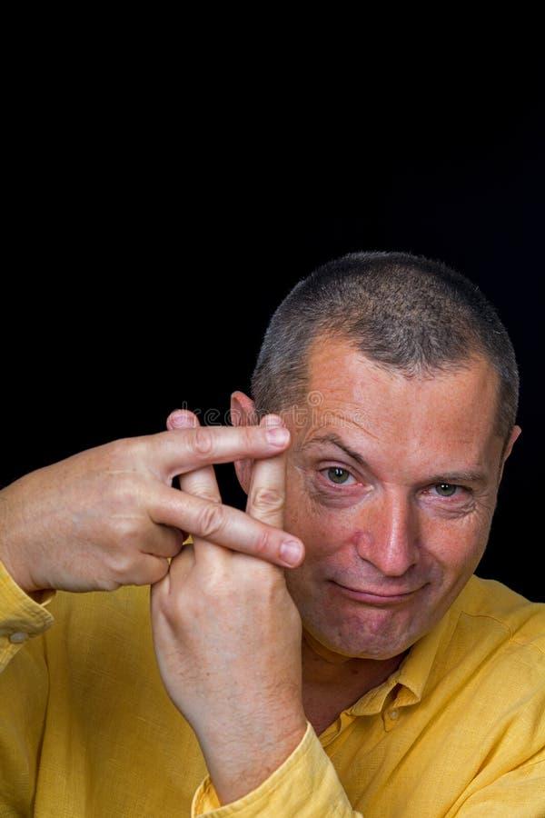 Männerbildnis mit grotesken Gefühlen stockfotos