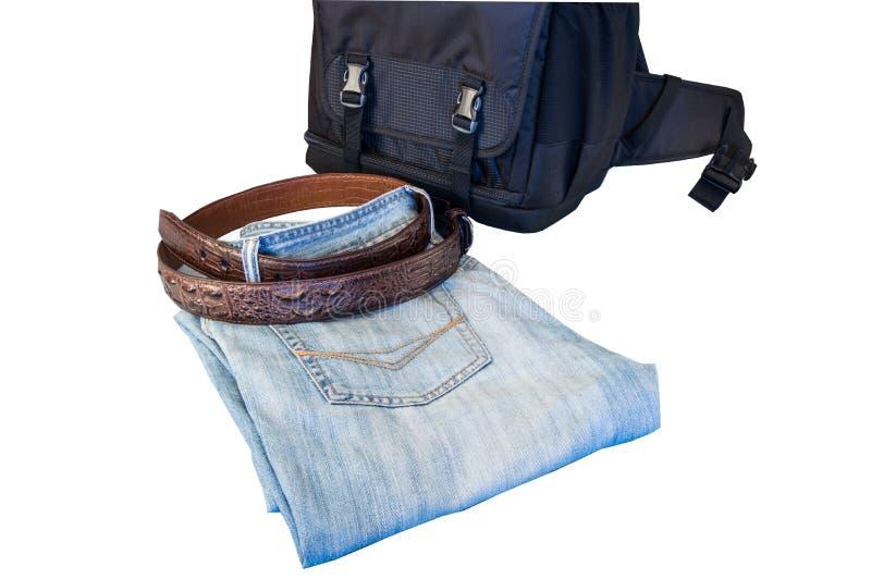 Männerkleidungsjeans schnallen die Tasche um, die auf weißem Hintergrund lokalisiert wird lizenzfreie stockfotografie